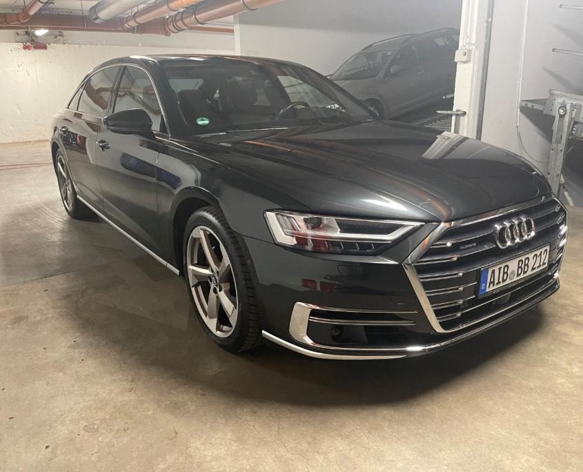 Audi A8L 50TDI<br /> (Automata)